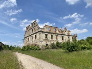 Ruinen um Mettkau Niederschlesien