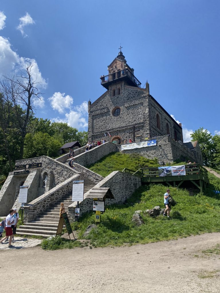 Kapelle auf dem Zobtenberg (Aufstieg am Zobtenberg (Ślęża)