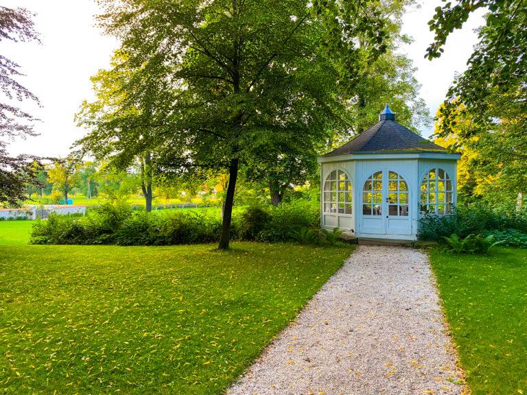 Park im Schloss Lomnitz im Hirschberger Tal
