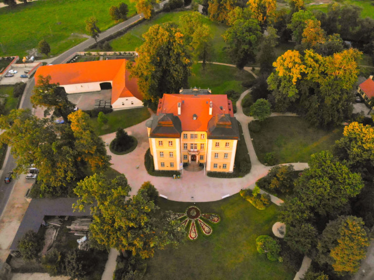 Schloss Lomnitz im Hirschberger Tal