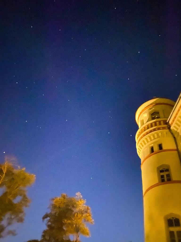 Blick auf die Sterne im Turmzimmer im Schloss Schildau
