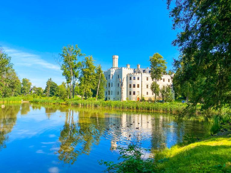 Karpniki Castle with Ducks