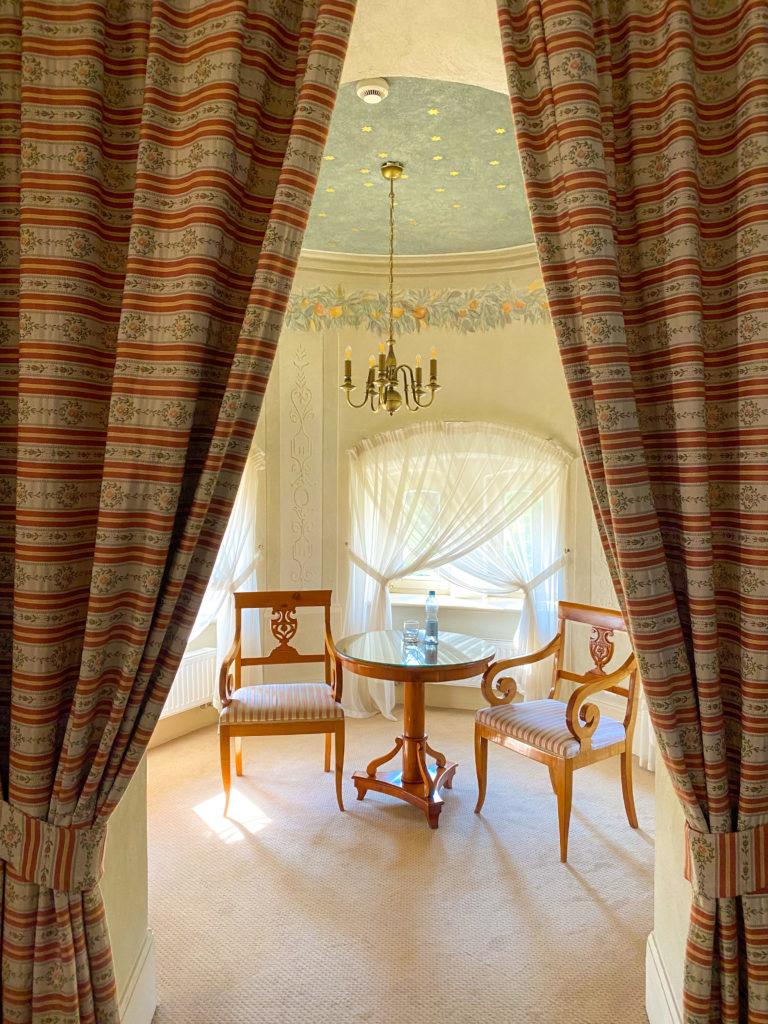 Palace Wojanów Room