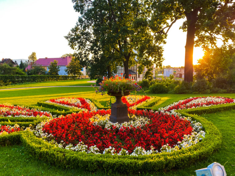 Garten im Schloss Lomnitz im Hirschberger Tal